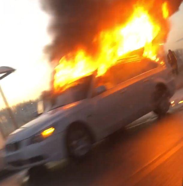 Lángoló BMW Kecskeméten
