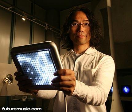 Toshio Iwai, creador del Electroplankton para el NDS, presenta su nuevo juego musical, el Tenori-On