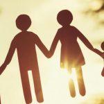 A család addig marad együtt, amíg egy kitartó nő összetartja
