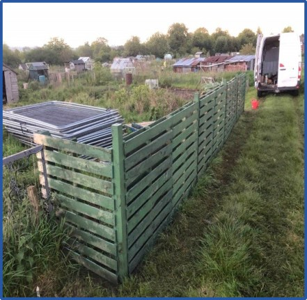 Recycling of KEE pallets to make a fence around an allotment