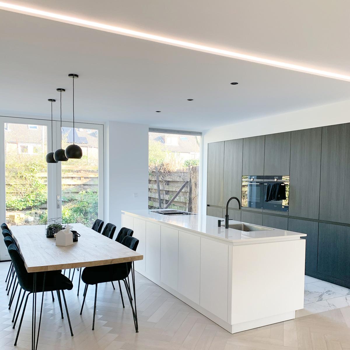 keuken tijdloos interieur naturel wit zwart keukeninspiratie