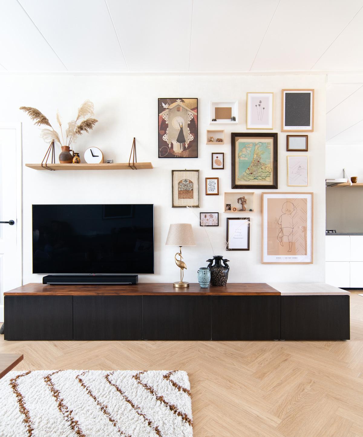 keeelly91 wanddecoratie tv-wand livingroominspo interieurinspiratie wooninspiratie vintage look styling wallart muurinspiratie muurdeco