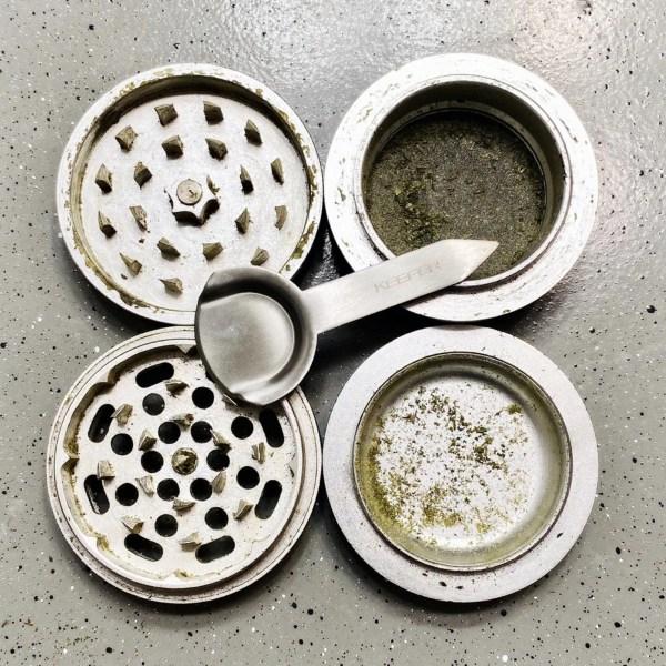 kief-dry-herb-marijuana-weed-cannabis-grinder-scraper-scoop-accessories-smoking-tool