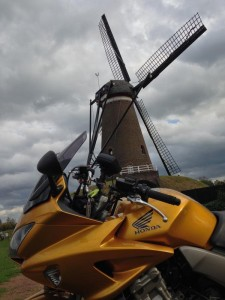 2014-10-autumn_ride_front_windmill_800