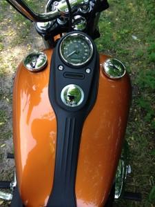 H-D Dyna Street Bob - tank gauges