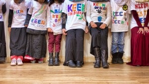 girls wearing keen on deen colourful t-shirt that they made