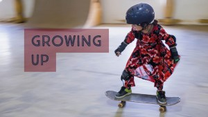 girl skating with helmet and kneepad