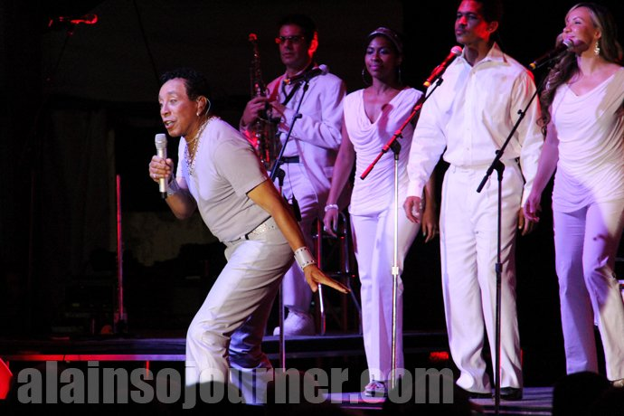 Smokey Robinson Charms the Crowd with his signature hits songs, soulful voice and incredible butt-grinding moves at the Toronto TD Jazz festival 2013.