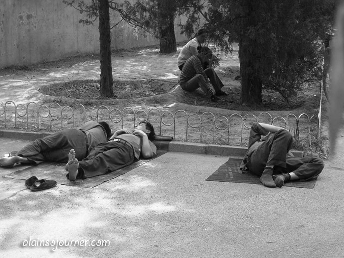 Life in China Outdoor Nappers Beijing 23