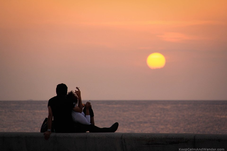 Love in Cuba Havana Lovers in Malecon