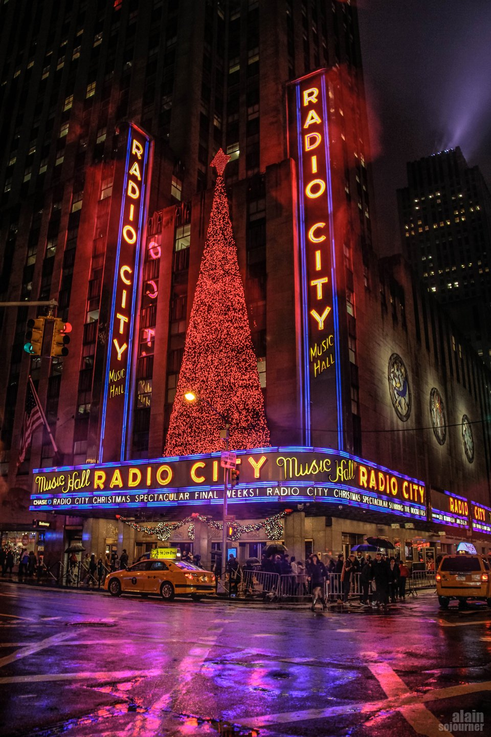 Christmas in New York / Radio City Hall.