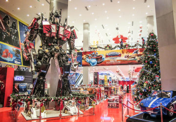 The Robot at Yas Mall / Giant Prime Optimus Transformer.