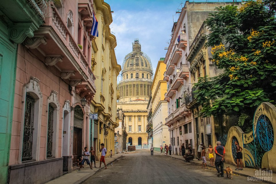 Things to do in Cuba: Admire the colonial and collapsing buildings in Havana.