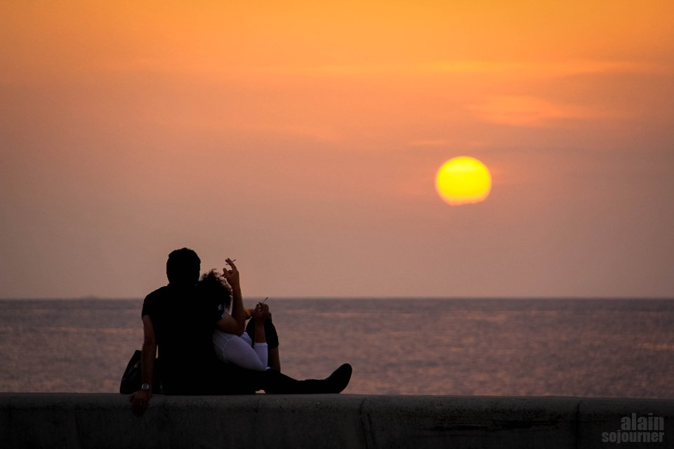Things to do in Cuba: Watch the sunset at Malecon.