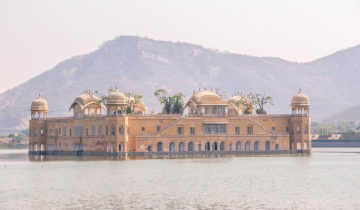 Jal Mahal is a Dream-like Water Palace in Jaipur (Rajasthan, India)