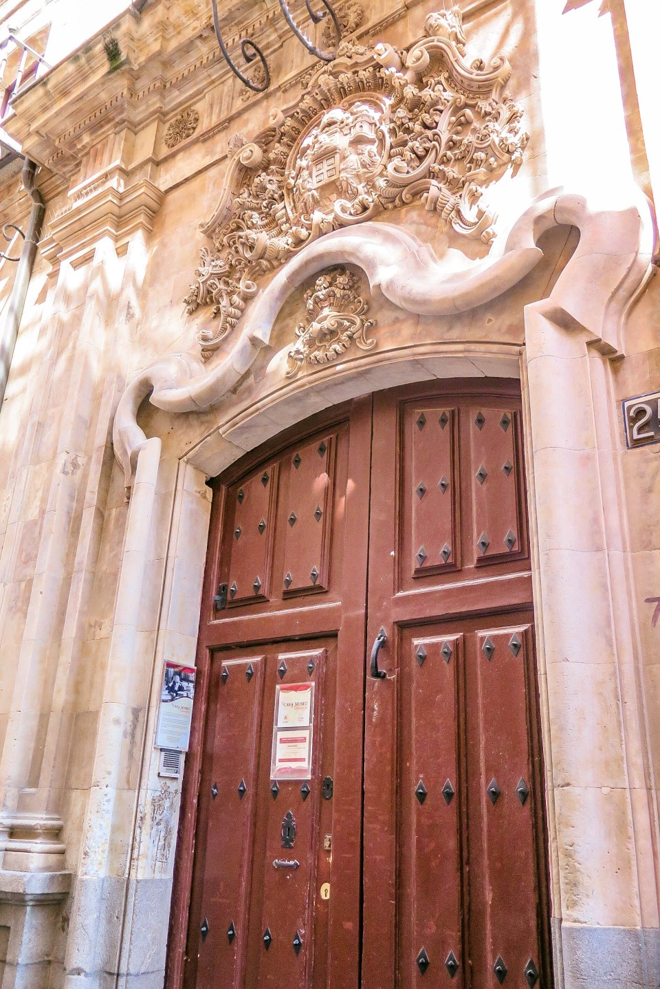 Right next to the University's door, you'll find Miguel de Unamuno's office, the University's first President and one of pains most beloved writer, essayist, poet and playwright.
