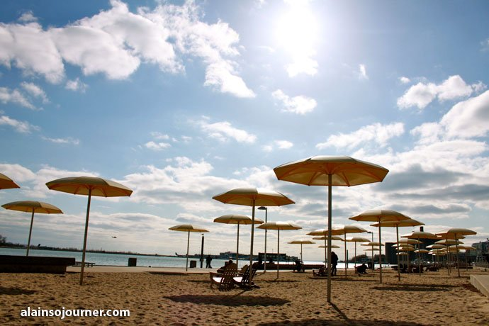 Beaches in Toronto - Bask in the sun and sand and get a tan! HTO Beach in Toronto Harbourfront