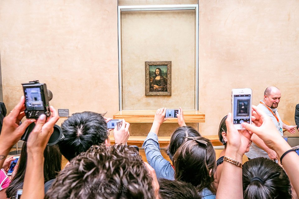 10 Masterpieces Not To Miss at Louvre Museum in Paris (France). / Monalisa