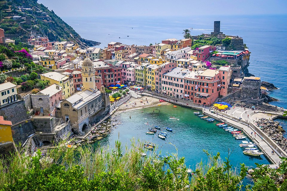 The Five Villages of Cinque Terre – Which One is the Best to Visit? (Vernazza, Italy).