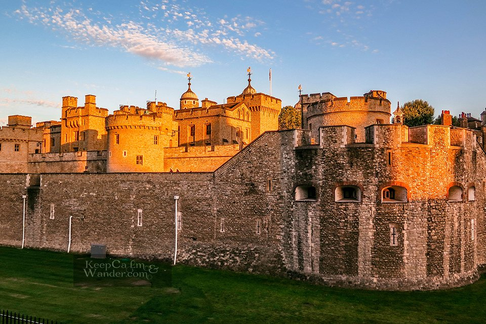 11 Reasons Why You Should Visit the Tower of London (England).