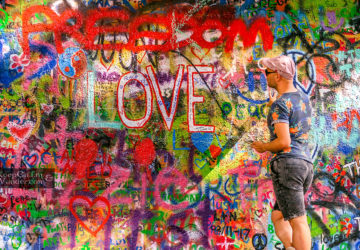 Travel Blog John Lennon Wall in Prague (Czech Republic).