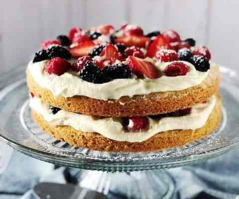 Italian Berry Cake with Mascarpone Cream
