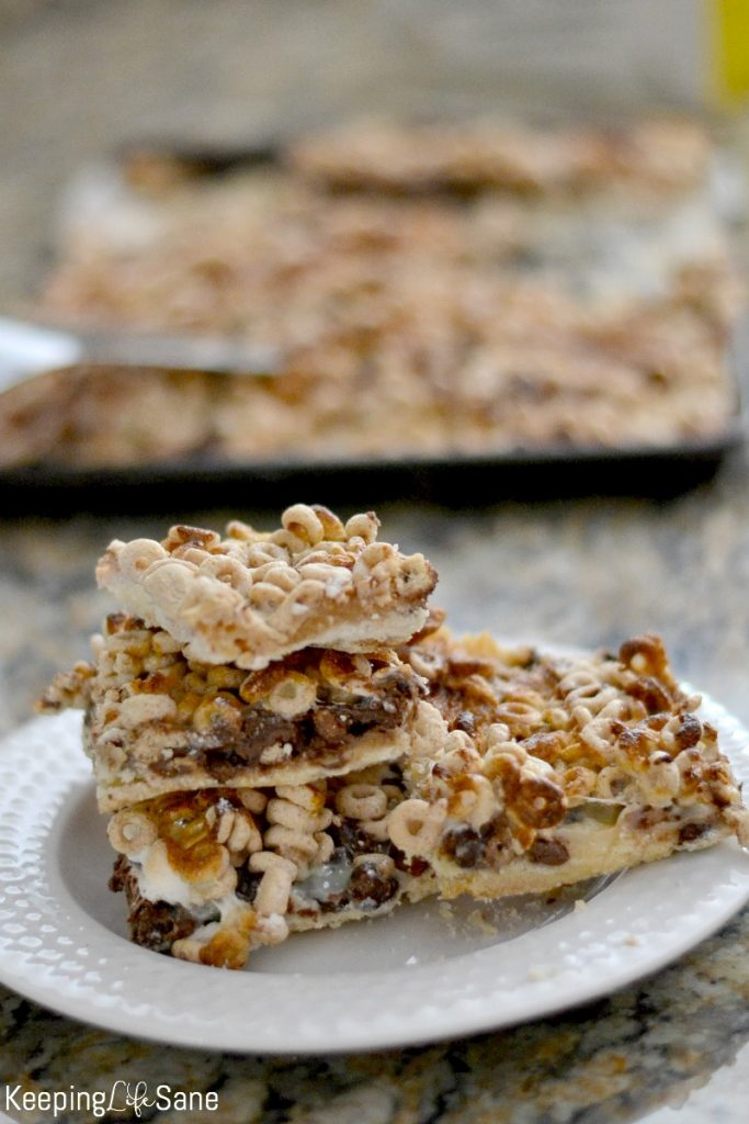 You need to save this recipe NOW! These Cheerio bars are the perfect snack and it's a treat for the entire family to enjoy.