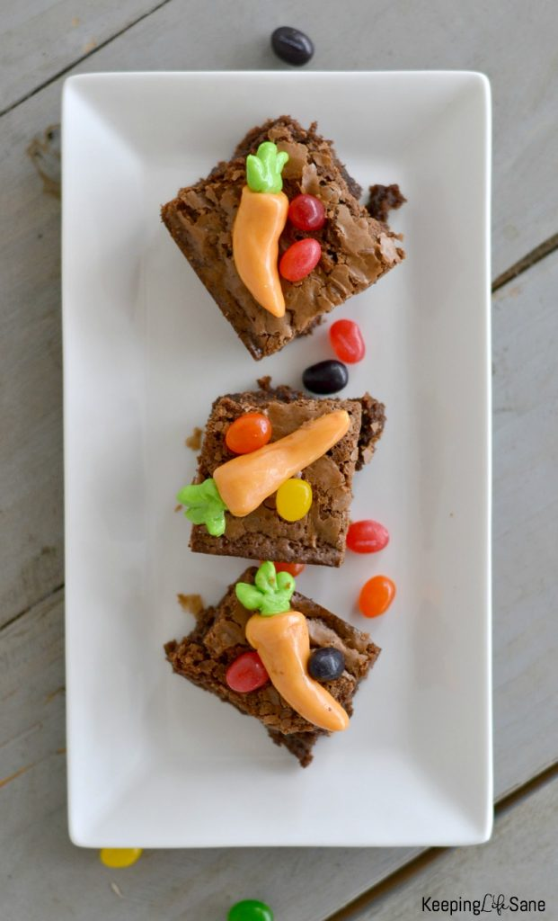 These Easter brownies are the cutest thing EVER and so easy to make. Kids love them and they are perfect to celebrate spring.