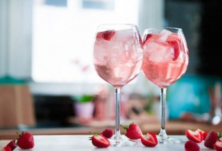 Pink Gin Prosecco Cocktail | KeepRecipes: Your Universal Recipe Box