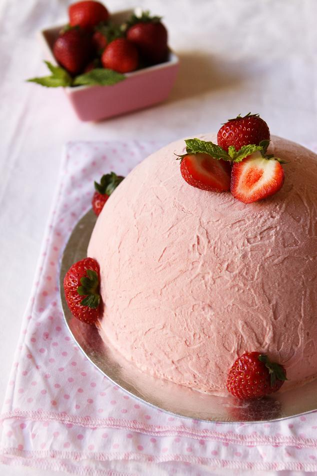 Strawberry Ice Cream Cake Keeprecipes Your Universal