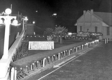 1932-LSB-christmas-lights