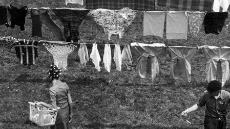 Wash-day-Clothesline-Advertiser