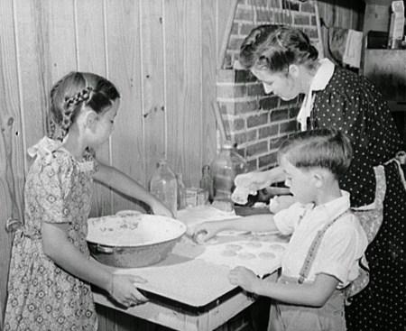 Making cookies for dinner, Escambia Farms, Florida, 1942