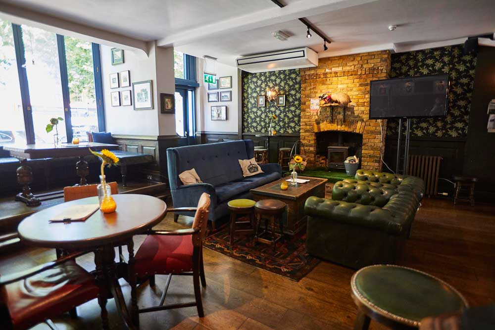 George-IV-Fullers-Pub-Chiswick-High-Road-W4-Lounge