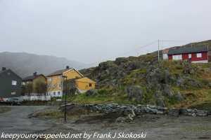 homes along road in Honningsvag