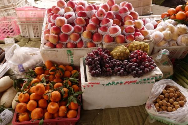 色達市場・果物