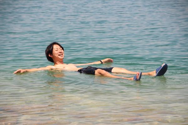 死海で見えないはずの変なモノが見えた・・・