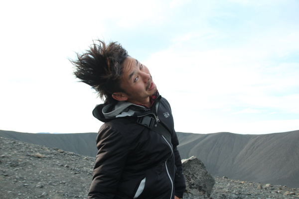 けーき氏、火山で強風に煽られるの巻き。