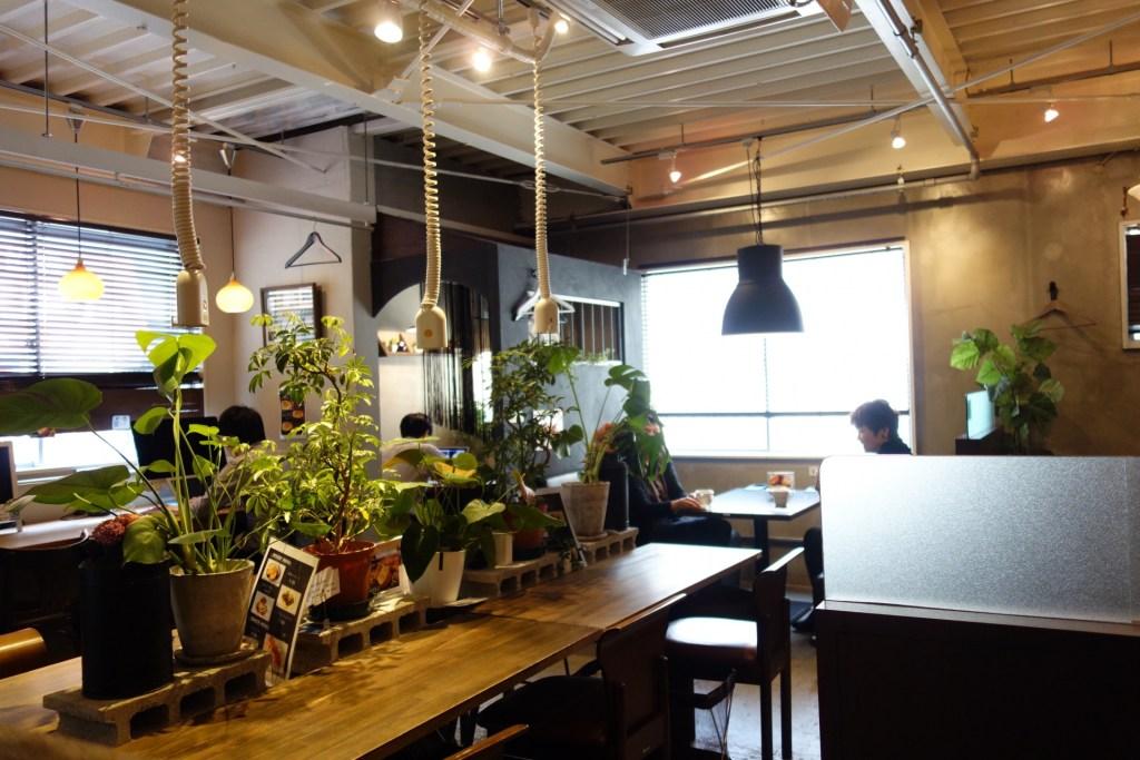 【新宿エリア】WIFI&電源完備の時間制カフェ「BASE POINT」がワークスペースにおすすめ!