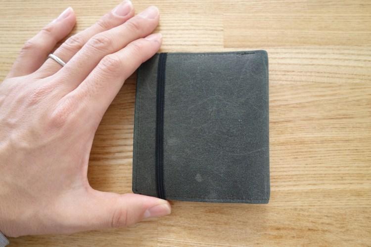 まだぶ厚い財布で消耗してるの?【おすすめ薄い財布レビュー】