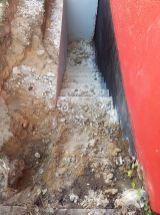 Fertig abgerissener Kellereingang