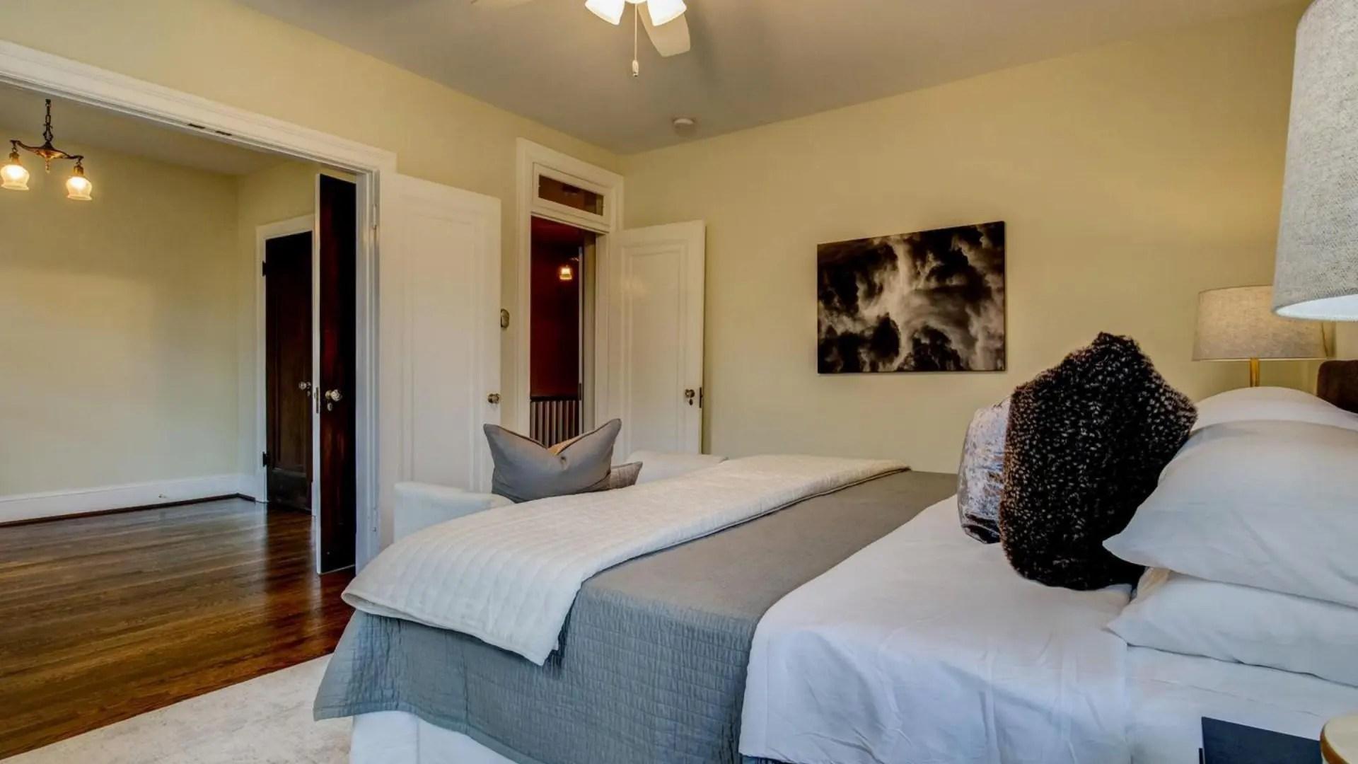 UptonStNW-bedroom