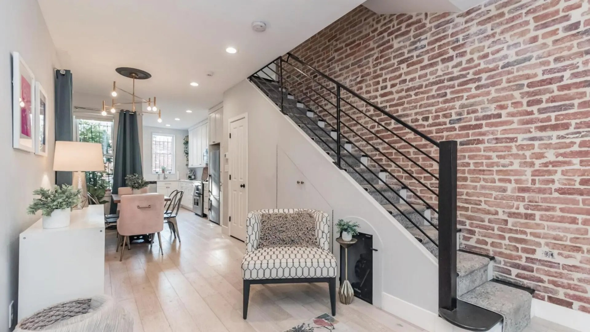 680-4th-entry-stairwell