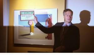 Bürgermeister Schneiders präsentiert die Keurmerk, die auch ihn in Pflicht nimmt.