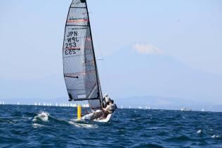 上マーク回航と富士山