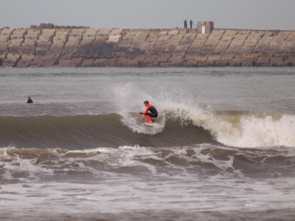2016-02-21 Freestyle surfers (Praia da Barra)