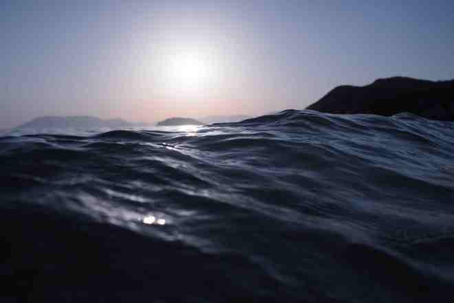 A picture of waves from unspash.