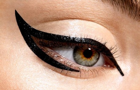 Cleopatra eye make up