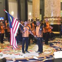 SPBYDPA Berkenan Mencemar DUli Menyempurnakan Majlis Penyerahan Jalur Gemilang Kontinjen Malaysia