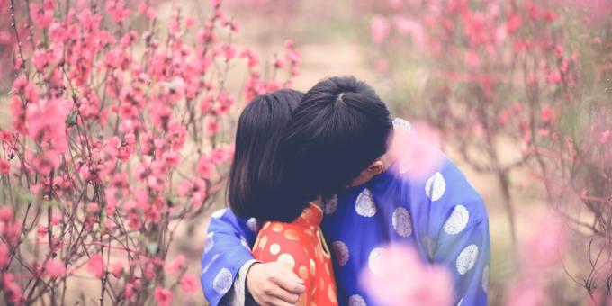 couple-daytime-flora-873692